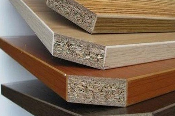 Three-layer-particle-board